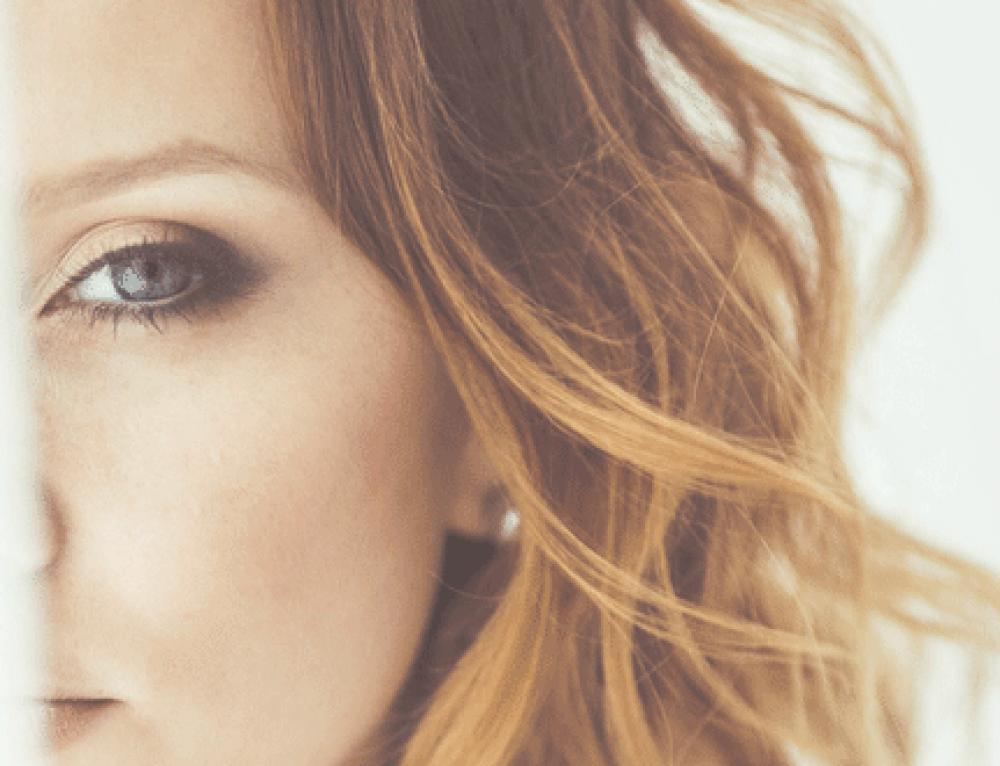 Cómo aplicar el contorno de ojos para eliminar bolsas y ojeras