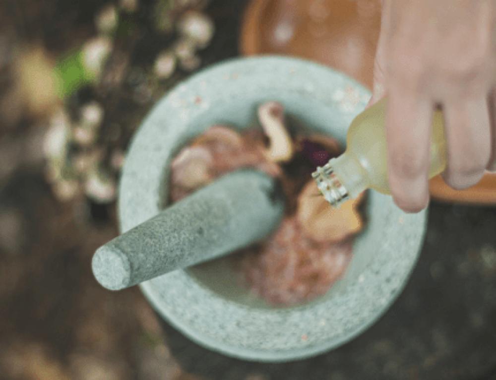 ¿Qué es la aromaterapia y cómo se utiliza?